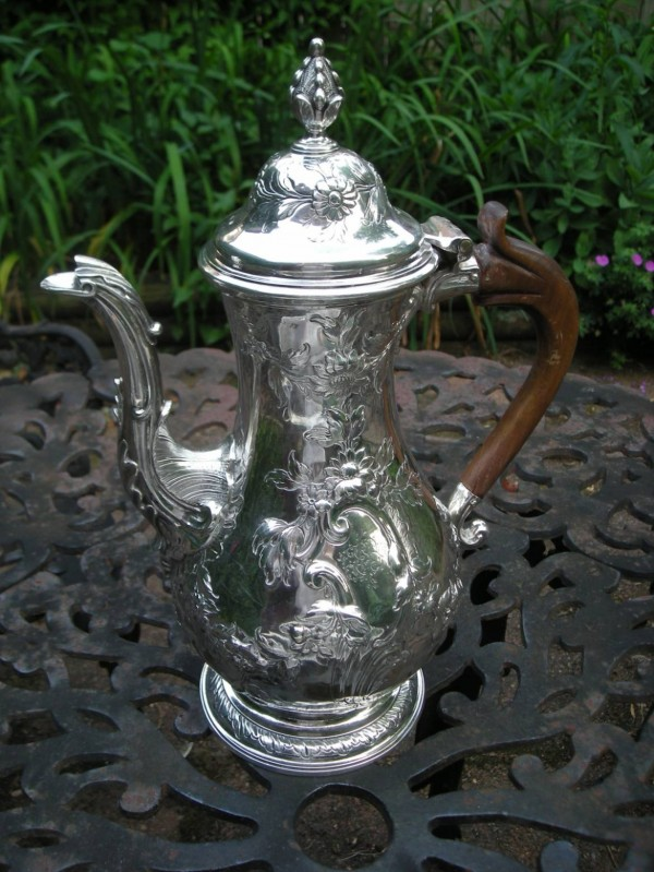 Sold to the Jamestown-Yorktown Foundation. This pot was made in London in 1774-75 but it has an American Walnut handle and a history with an American family. We think it was probably imported on the eve of the revolution.