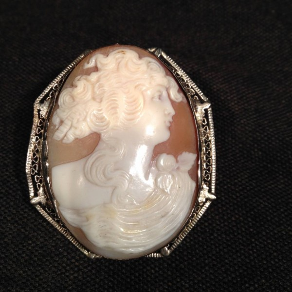 Cameo with white gold