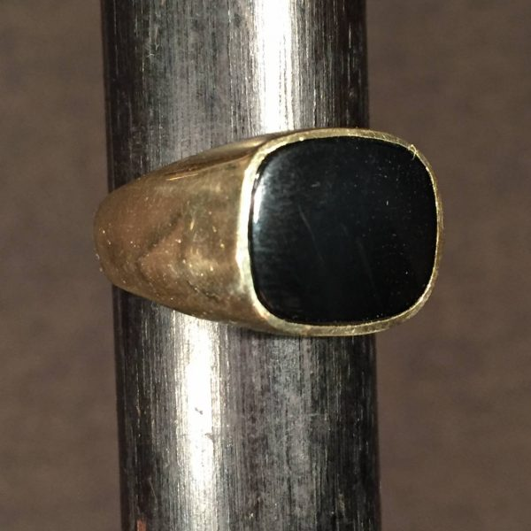 Gold and Onyx Gentleman's Ring