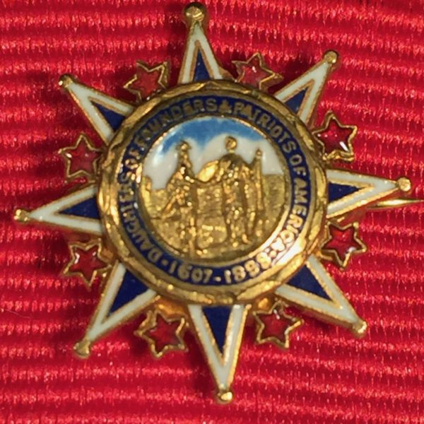 Daughters of the Founders and Patriots of America, Gold Pin