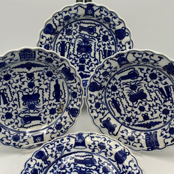 """Worcester """"Hundred Antiques"""" Dishes"""