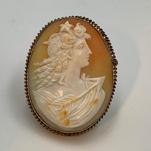 Diana Cameo in Gold