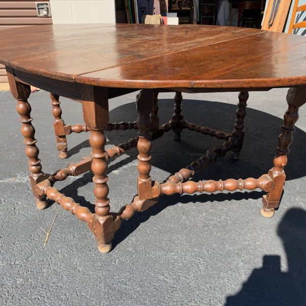 William & Mary Oak Drop Leaf Dining Table