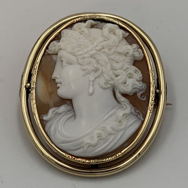 Neoclassical Shell Cameo Set in 14K Gold